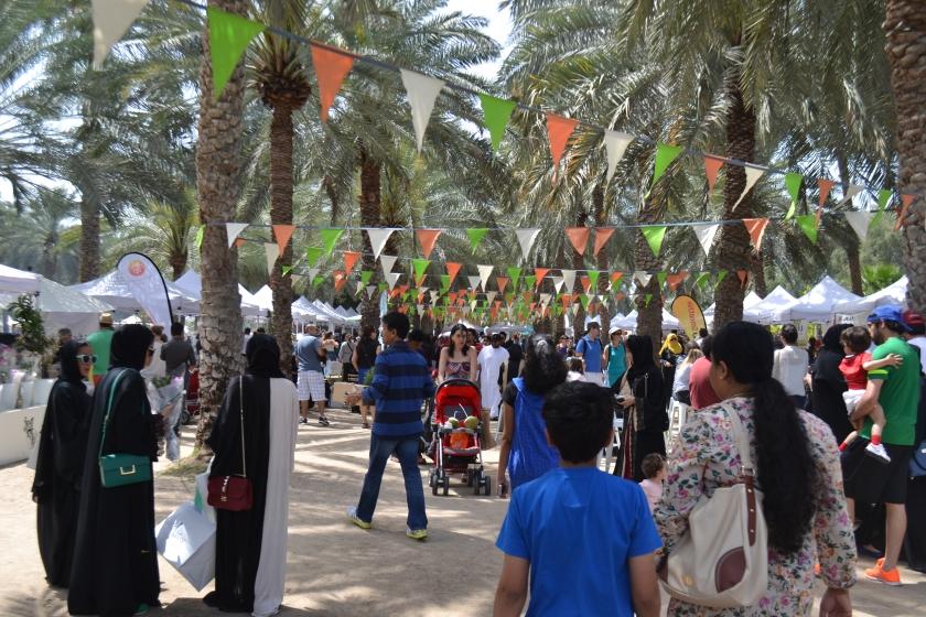 ripe-market-crowd-dubai
